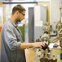 Mechanical Operator © photo: patriceschreyer.com - Centre de Formation professionnelle Berne Francophone (CEFF)