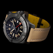 Breitling: Avenger Automatic GMT 45 Night Mission