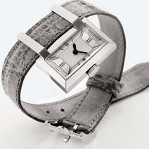 Sliding along the strap wristwatch