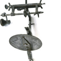 A wrought-iron dividing head (18th century)