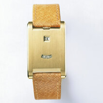 Satin-finish gold Tank à guichets watch