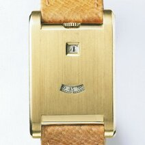 Satin-finish gold Tank à guichets watch