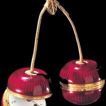 Montre de fantaisie et flacon à parfum en forme de paire de cerises. Genève/vers 1830