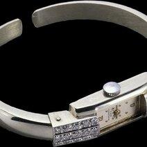 Montre Marquise à bracelet articulé de part et d'autre de la boîte