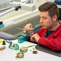 Technicien en restauration-complications horlogères © CIFOM ET