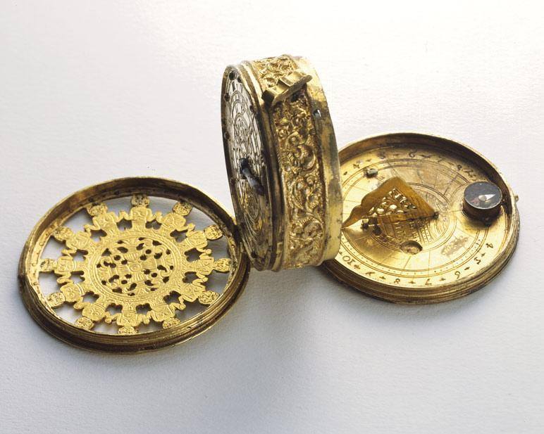 Montre pendentif en laiton doré